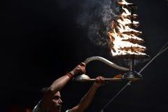 Varanasi, Indien, am 25. November 2017: Ganga-aarti Zeremonie Lizenzfreie Stockfotos
