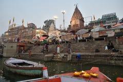 Varanasi, Indien, am 25. November 2017: Morgenansicht von Varanasi Stockbild