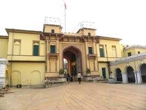 Varanasi, Uttar Pradesh, Índia - ajardine 1º de novembro de 2009 a vista do forte de Ramnagar fotografia de stock