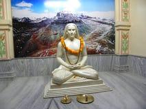 Varanasi, Uttar Pradesh, India - November 1, standbeeld van de de kleurensteen van 2009 het Witte van Mahavatar Babaji bij Babaji stock fotografie