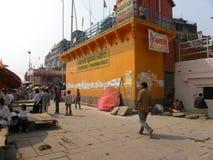 Varanasi, Uttar Pradesh, India - November 1, 2009 Tempels dichtbij Prayag Ghat Stock Foto's