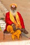 Varanasi Uttar Pradesh, Indien - 12 15 2017; religiös asket a arkivbilder