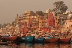 Varanasi, wie vom heiligen Ganges angesehen Lizenzfreies Stockbild
