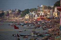 Varanasis Ghats durante eclipse solar Foto de archivo libre de regalías