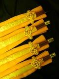 Varas amarelas dos guardanapo & da costeleta de tabela fotos de stock royalty free