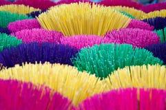 Varas coloridas do incenso em Vietname Imagem de Stock Royalty Free