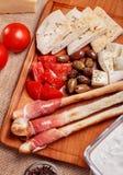 Varas de pão com carne curada prosciutto imagem de stock