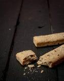Varas de pão na tabela de madeira retro Fotos de Stock Royalty Free