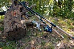 Varas de pesca com os carretéis no fundo natural Imagem de Stock Royalty Free