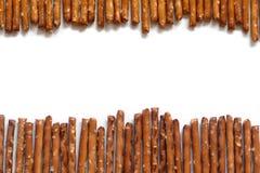 Varas salgadas do pretzel no fundo branco Imagem de Stock