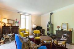 Vardagsrum av ett lantligt hem Royaltyfri Fotografi