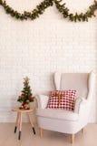 Vardagsrum för vit jul arkivbild