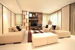 Vardagsrum i lyxig andelsfastighet i Kuala Lumpur Royaltyfri Foto