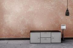 Vardagsrum med orange cementväggbakgrund stock illustrationer