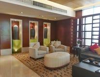 vardagsrum med sofaen Royaltyfri Fotografi