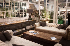 Vardagsrum på skärm på HOMI, internationell show för hem i Milan, Italien Arkivfoto