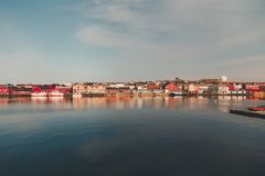 Vardo口岸在一个夏日30 5 2014年,北挪威 免版税库存照片