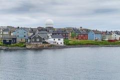 Vardo jest miasteczkiem na wybrzeżu Barents morze, Finnmark, Norwegia panorama Obraz Royalty Free