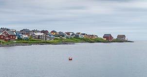 Vardo jest miasteczkiem na wybrzeżu Barents morze, Finnmark, Norwegia panorama Obrazy Royalty Free