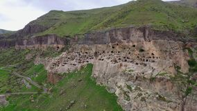 Vardzia é uma cidade famosa da caverna em Geórgia do sul video estoque