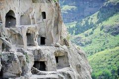 Vardzia grottastad i sommar Arkivfoto