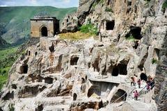 Vardzia grottastad i sommar Arkivbild
