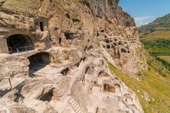 Vardzia grottor bredvid Kura River, Erusheti berg, Lesser Caucasus, Georgia arkivbilder