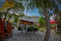 VARDZIA, GRUZJA - 06 2017 SIERPIEŃ: Gruzińska restauracja z Fotografia Stock
