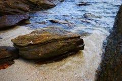 Vare con las rocas y las piedras de la isla Koh Samet, Rayong, Tailandia de Samet Fotos de archivo libres de regalías