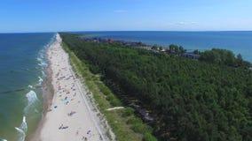 Vare el día de fiesta, paisaje típico de la costa polaca, visión aérea