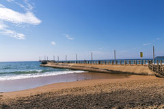 Vare el mar y a Concrerte Pier Extending en el océano imagen de archivo libre de regalías