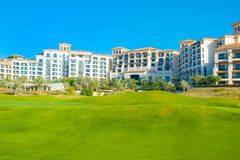 Vare el paisaje con el hotel de lujo, isla de Saadiyat en Ara unido Foto de archivo libre de regalías