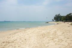 Vare en el parque de la costa este en Singapur con las naves en el backgroud imagen de archivo libre de regalías