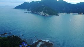 Vare la casa aérea de la roca azul del mar de la playa foto de archivo libre de regalías