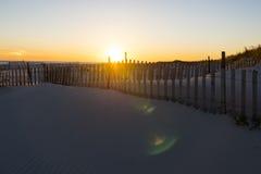 Vare la puesta del sol de la playa Foto de archivo