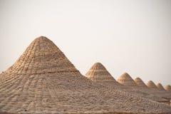 Vare las chozas o los tops del tejado de las cabañas, Mar Rojo, Egipto Imagen de archivo