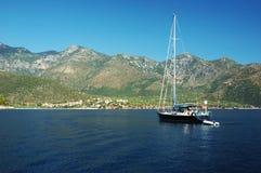Varend in Griekenland, dat eilanden onderzoekt Stock Foto's