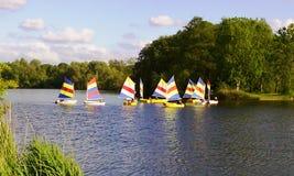 Varend in het meer van Gaasperpark in Amsterdam, Holland, Nederland stock afbeelding