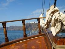 Varend in Santorini met een mening over Fira, Santorini, Griekenland Stock Fotografie