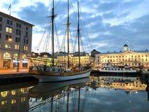 Varend schip in de haven van Helsinki royalty-vrije stock afbeelding