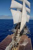 Varend schip in de oceaan Royalty-vrije Stock Foto