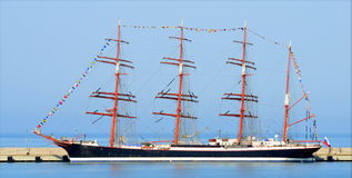 Varend schip Sedov in de haven van Sotchi Stock Afbeelding