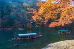 Varende boot in Arashiyama Kyoto, Japan royalty-vrije stock afbeeldingen