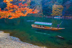Varende boot in Arashiyama Kyoto, Japan stock fotografie
