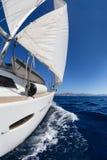 Varende boot in het overzees Royalty-vrije Stock Foto