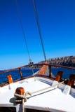 Varende boot in het overzees Royalty-vrije Stock Foto's