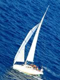 Varende boot op het overzees royalty-vrije stock foto