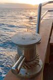 Varende Bootinstallaties met Oceaanlandschap royalty-vrije stock fotografie