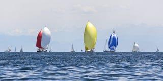 Varende boten stock afbeeldingen