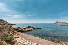 Varende boten in de baai bij Stomme in Corsica royalty-vrije stock foto